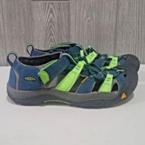 Keen Newport Waterproof Hiking Shoe Size 6 Youth